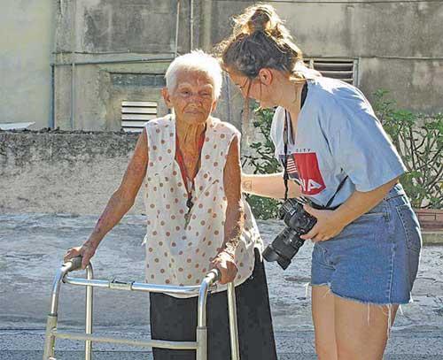 volunteer-abroad-senior-care-01